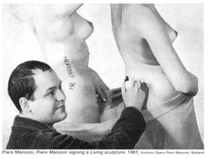 Manzoni convertía en arte aquello que firmaba